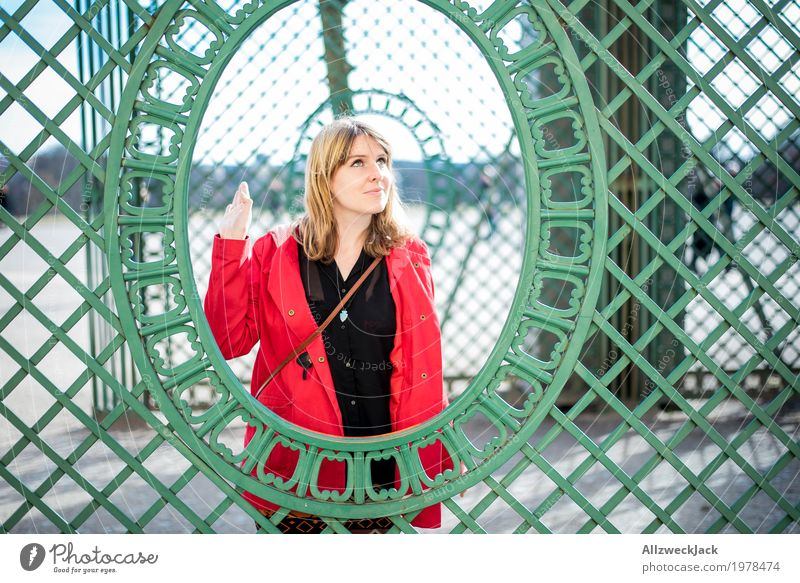 Fence Framed Portrait 1 elegant Stil Freude feminin Junge Frau Jugendliche Erwachsene Mensch 18-30 Jahre 30-45 Jahre ästhetisch blond frech Freundlichkeit schön