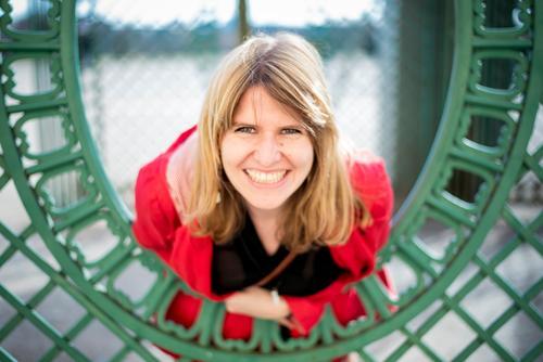 Gerahmtes Portrait 2 Freude Glück feminin Junge Frau Jugendliche Erwachsene 1 Mensch 18-30 Jahre 30-45 Jahre blond langhaarig Lächeln lachen Freundlichkeit