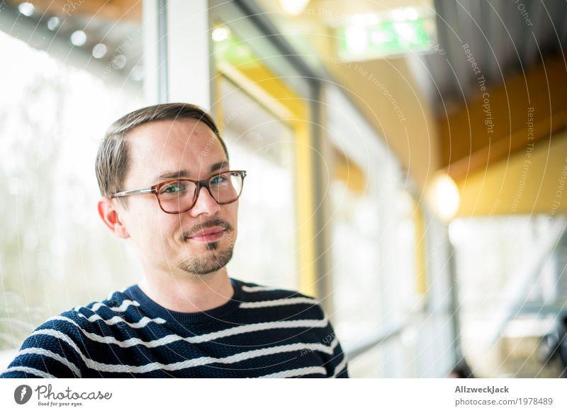 C'mon! U Serious? Mensch Jugendliche Mann Junger Mann Freude 18-30 Jahre Erwachsene Leben maskulin Kommunizieren Fröhlichkeit Lebensfreude Freundlichkeit Brille