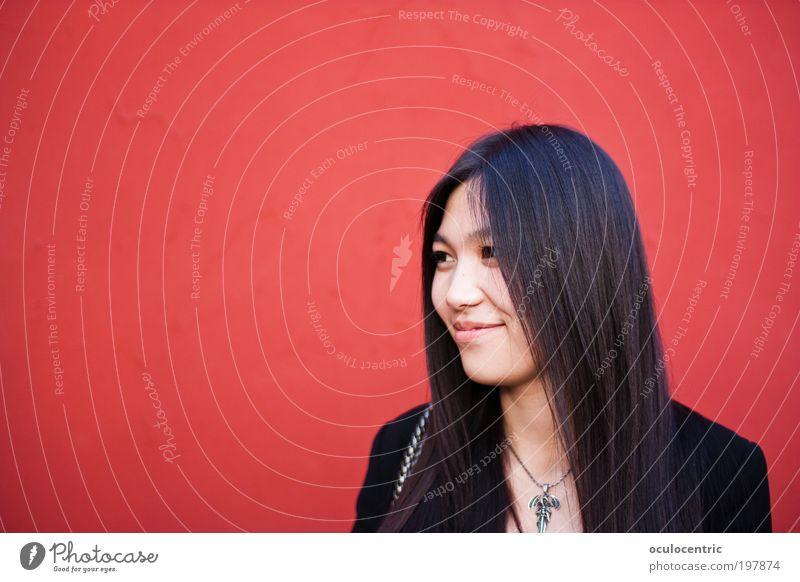 Hong Lian Mensch feminin Junge Frau Jugendliche Kopf Gesicht 1 18-30 Jahre Erwachsene Mauer Wand schwarzhaarig langhaarig schön rot Schüchternheit Chinese China