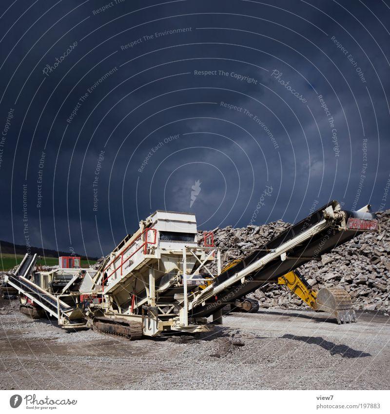 Crusher Himmel Umwelt Stein Metall groß Beton ästhetisch authentisch planen Baustelle Schönes Wetter Zeichen Sturm Fahrzeug Maschine Gewitter