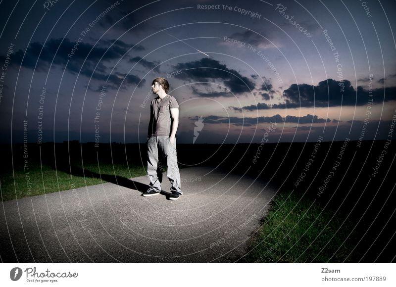 feierabend Stil Freizeit & Hobby Mensch maskulin 18-30 Jahre Jugendliche Erwachsene Umwelt Natur Landschaft Wolken Horizont Feld Straße Denken Erholung stehen