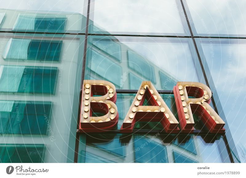 Bar Nachtleben Entertainment Party Veranstaltung Musik Club Disco Cocktailbar Lounge Diskjockey Feste & Feiern clubbing trinken Stadt Fußgängerzone Fassade