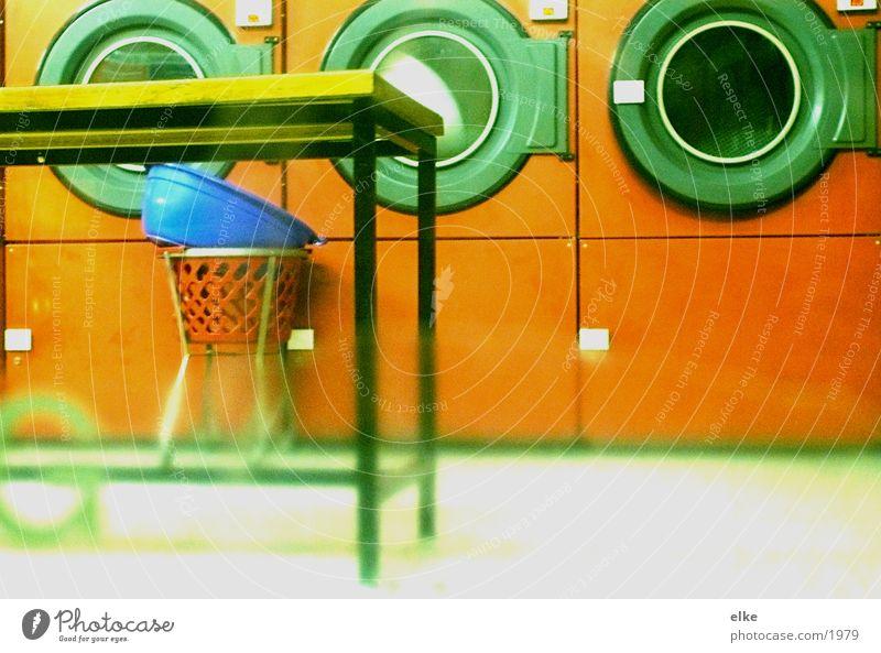 Waschsalon Bekleidung Tisch Dienstleistungsgewerbe Wäsche Siebziger Jahre Waschmaschine Wäscherei Fototechnik Waschsalon