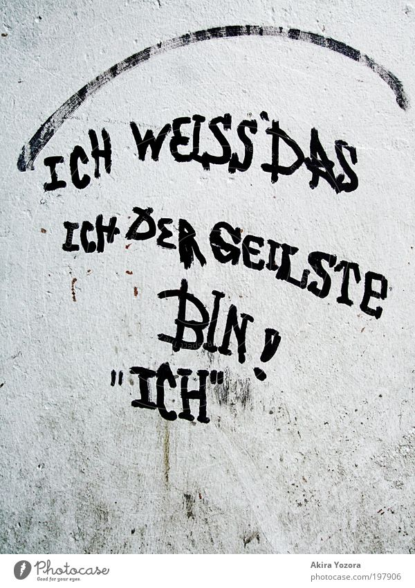 Statement weiß schwarz Wand Graffiti Mauer dreckig Fassade Schriftzeichen Coolness Buchstaben Kreativität fantastisch Typographie Straßenkunst frech Konkurrenz