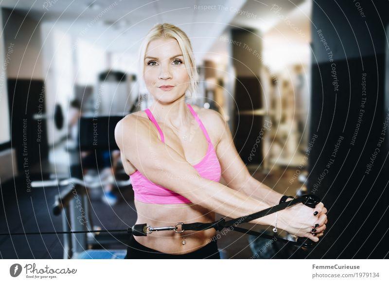 Fitness_43_1979134 Lifestyle feminin Junge Frau Jugendliche Erwachsene Mensch 18-30 Jahre Bewegung Fitness-Center Gesundheit Sport sportlich Sportler Zuggerät
