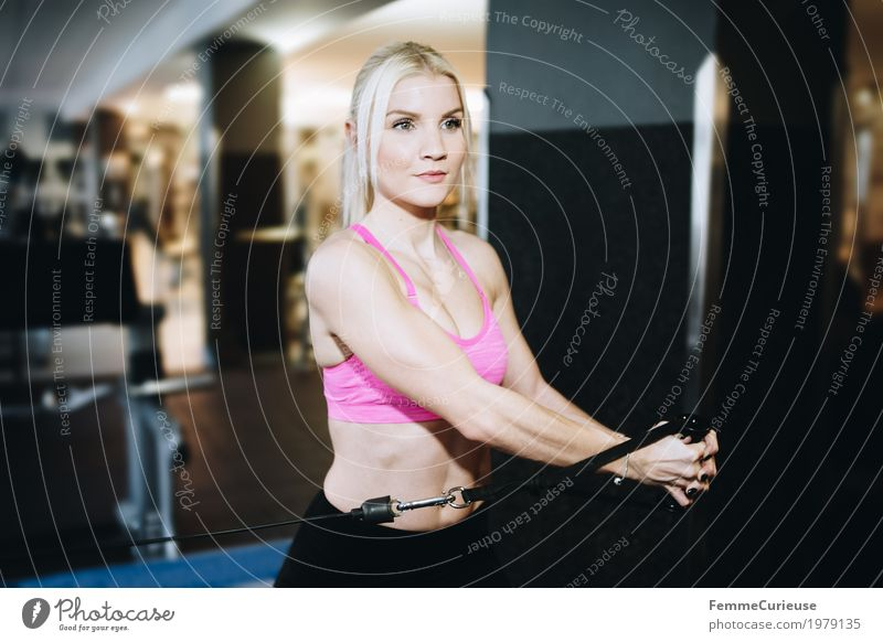 Fitness_01_1979135 feminin Junge Frau Jugendliche Erwachsene Mensch 18-30 Jahre Entschlossenheit üben Sport-Training Fitness-Center Top sportlich Lifestyle