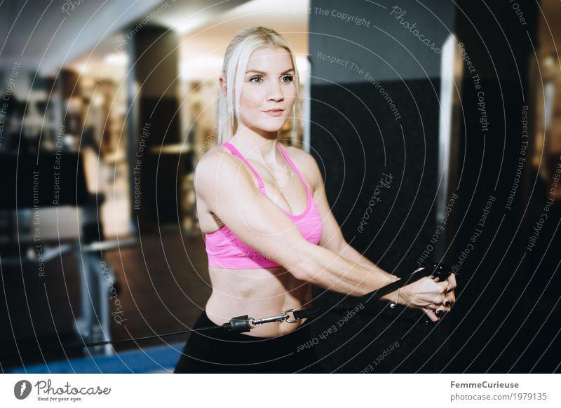 Fitness_01_1979135 Mensch Frau Jugendliche Junge Frau 18-30 Jahre Erwachsene Lifestyle Gesundheit Sport feminin blond Arme sportlich Konzentration