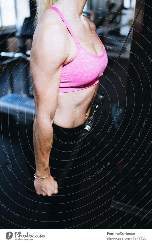 Fitness_14_1979136 Lifestyle feminin Junge Frau Jugendliche Erwachsene Mensch 18-30 Jahre Bewegung Kraft muskulös Muskulatur Arme üben Sport-Training sportlich