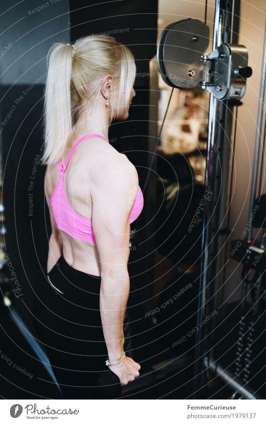 Fitness_37_1979137 Lifestyle feminin Junge Frau Jugendliche Erwachsene Mensch 18-30 Jahre Bewegung Fitness-Center Sport sportlich Pferdeschwanz blond Bustier
