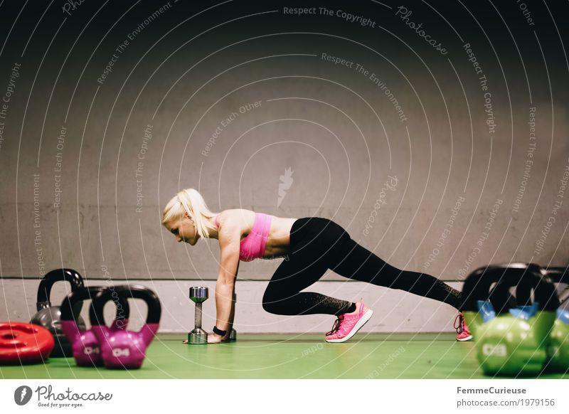 Fitness_27_1979156 Lifestyle feminin Junge Frau Jugendliche Erwachsene Mensch 18-30 Jahre Bewegung Fitness-Center Sport sportlich Gesundheit Kettlebell