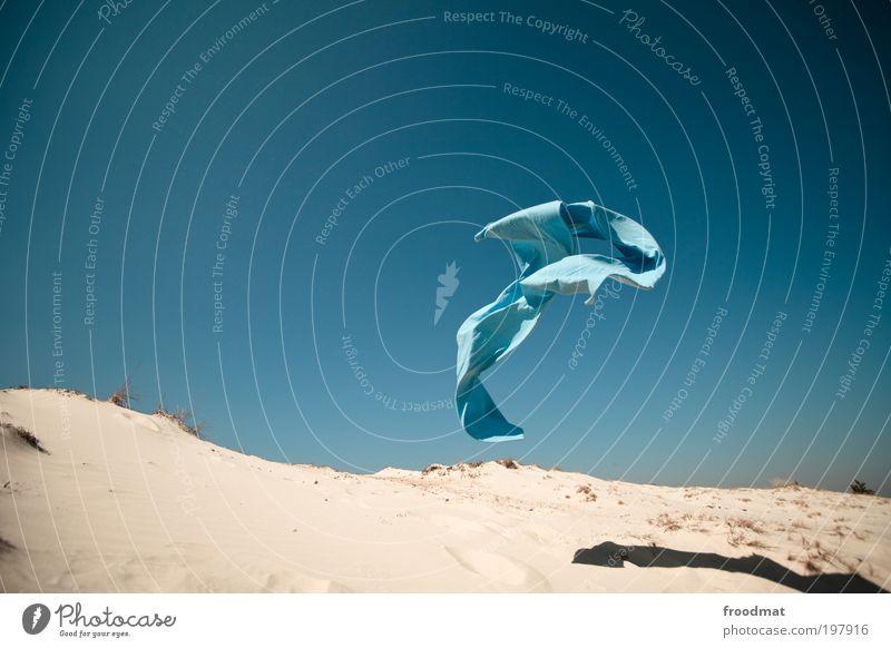 flugobjekt blau Kunst Urelemente Erde Sand Luft Wolkenloser Himmel Sommer Schönes Wetter Wind Accessoire Kopftuch fliegen träumen ästhetisch Bewegung