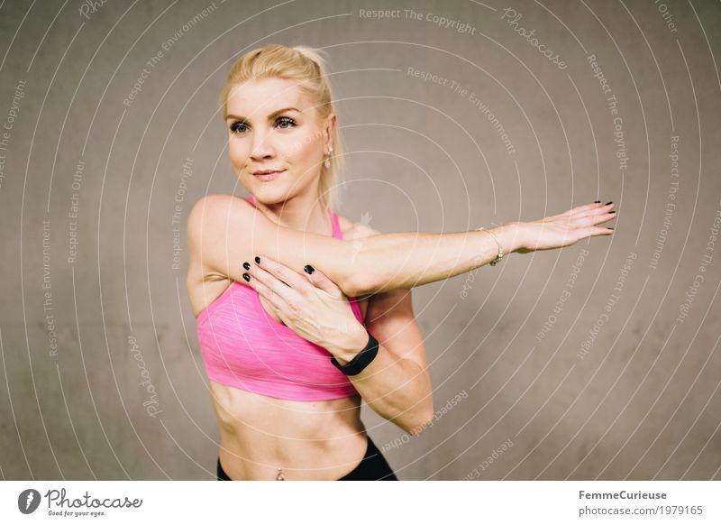 Fitness_08_1979165 Lifestyle feminin Junge Frau Jugendliche Erwachsene Mensch 18-30 Jahre Bewegung dehnen Dehnung Muskulatur Arme muskulös üben Erholung