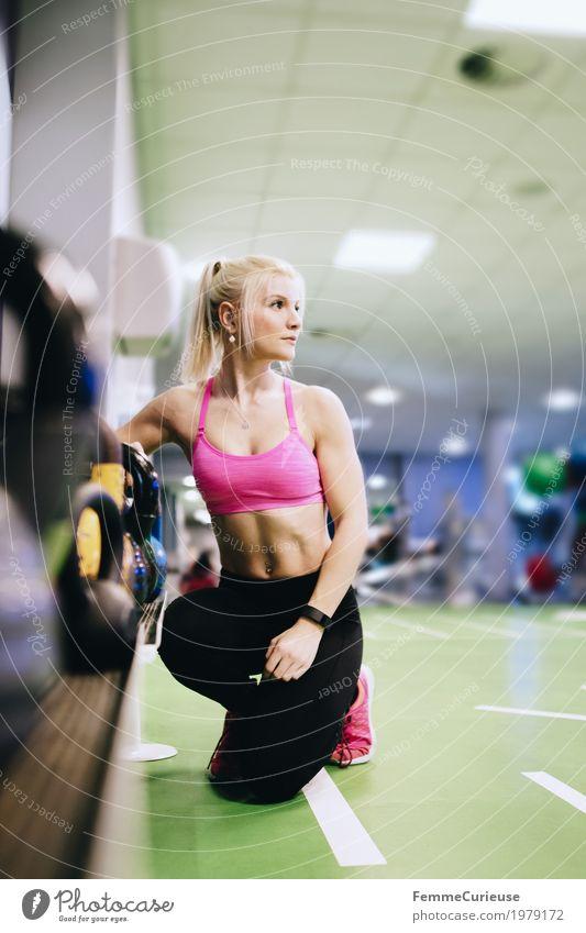 Fitness_24_1979172 Lifestyle feminin Junge Frau Jugendliche Erwachsene Mensch 18-30 Jahre Bewegung Sportbekleidung Fitness-Center Kettlebell Gerät sportlich