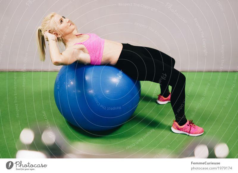 Fitness_25_1979174 Lifestyle feminin Junge Frau Jugendliche Erwachsene Mensch 18-30 Jahre Bewegung Fitness-Center Sport sportlich Sportler Gymnastikball Turnen