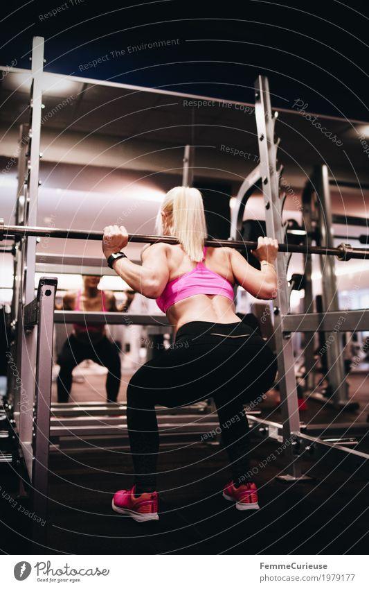 Fitness_04_1979177 Lifestyle feminin Junge Frau Jugendliche Erwachsene Mensch 18-30 Jahre Bewegung Lebensfreude Gesundheit sportlich muskulös üben Gewichtheben