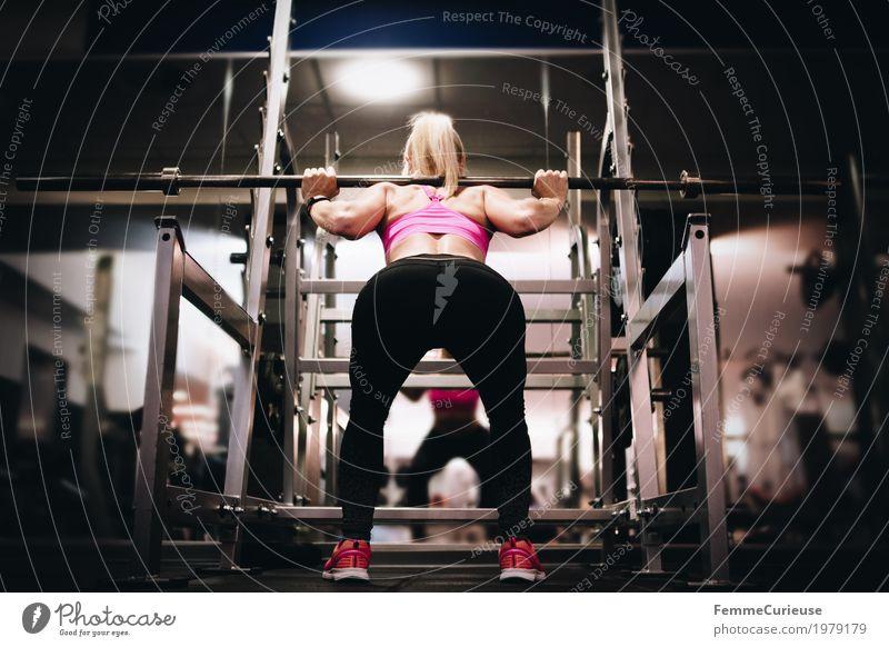 Fitness_20_1979179 Lifestyle feminin Junge Frau Jugendliche Erwachsene Mensch 18-30 Jahre Bewegung Langhantel Hantel Gewichte Gewichtheben Gewichtheber