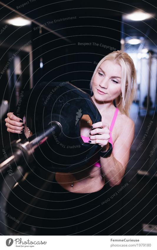 Fitness_32_1979180 Lifestyle feminin Junge Frau Jugendliche Erwachsene Mensch 18-30 Jahre Bewegung Sport sportlich Fitness-Center Gesundheit Hantel Hantelstange
