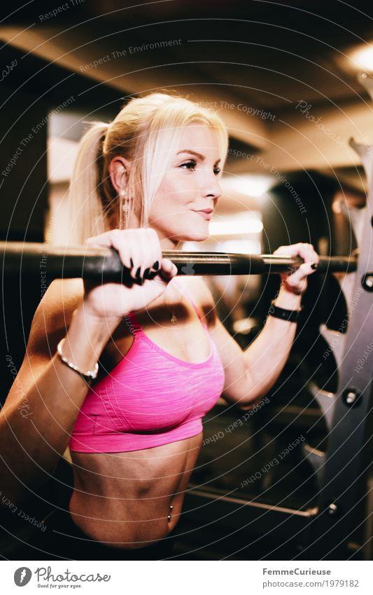 Fitness_02_1979182 Lifestyle Freizeit & Hobby feminin Junge Frau Jugendliche Erwachsene Mensch 18-30 Jahre Bewegung Fitness-Center Gewichte Gewichtheben