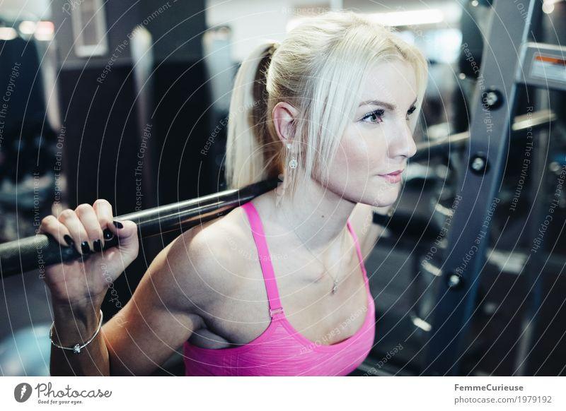 Fitness_31_1979192 Lifestyle feminin Junge Frau Jugendliche Erwachsene Mensch 18-30 Jahre Bewegung blond Pferdeschwanz Hantel Langhantel üben Sport-Training