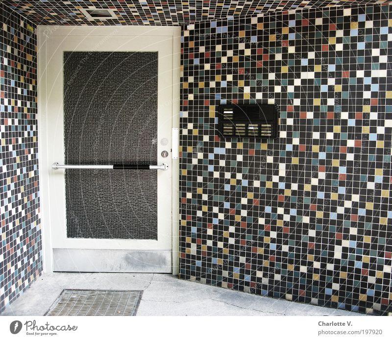 Mosaik-Eingang Menschenleer Haus Gebäude Architektur Mehrfamilienhaus Eingangstür Fünfziger Jahre Mauer Wand Tür Namensschild Fliesen u. Kacheln Glastür