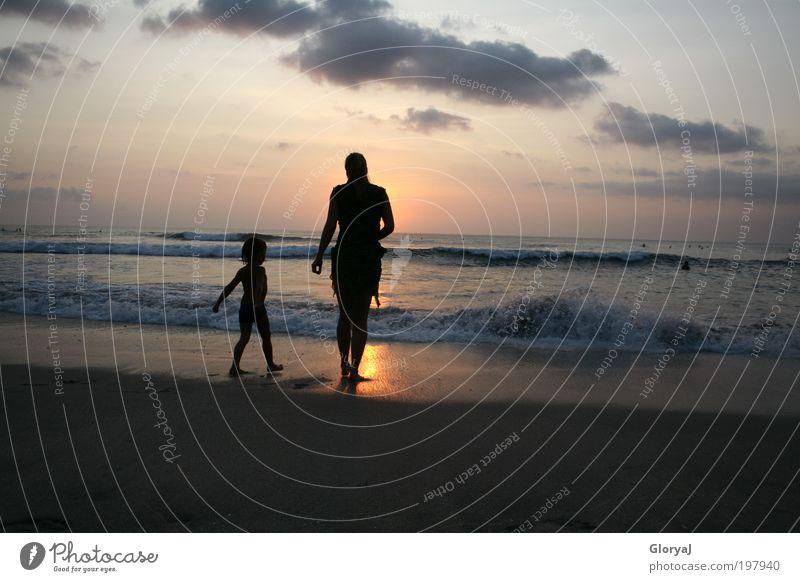 Du würdest strahlen wie die Sonne Freiheit Strand Meer Kind Mutter Erwachsene 2 Mensch Wellen Indischer Ozean Insel Bali stehen träumen frei Freude Vertrauen