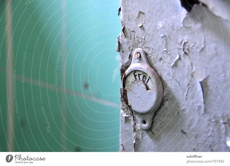 sehr still, das Örtchen [LUsertreffen 04|10] alt Tür Schilder & Markierungen frei bedrohlich Sauberkeit Toilette Fliesen u. Kacheln Verfall trashig