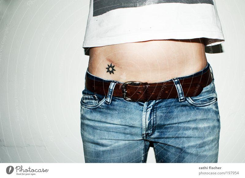 sonnenuntergang Mensch Jugendliche weiß Sonne blau feminin Beine braun Raum Körper Mode Haut Erwachsene Bekleidung Frau Jeanshose