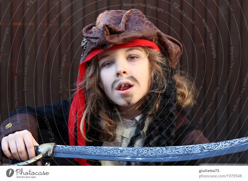 Hast du'n Problem mit mir?! Karneval Mensch Junge Kindheit 1 8-13 Jahre Schauspieler Säbel Hut Kopftuch Piratenkostüm brünett blond langhaarig Locken Bart