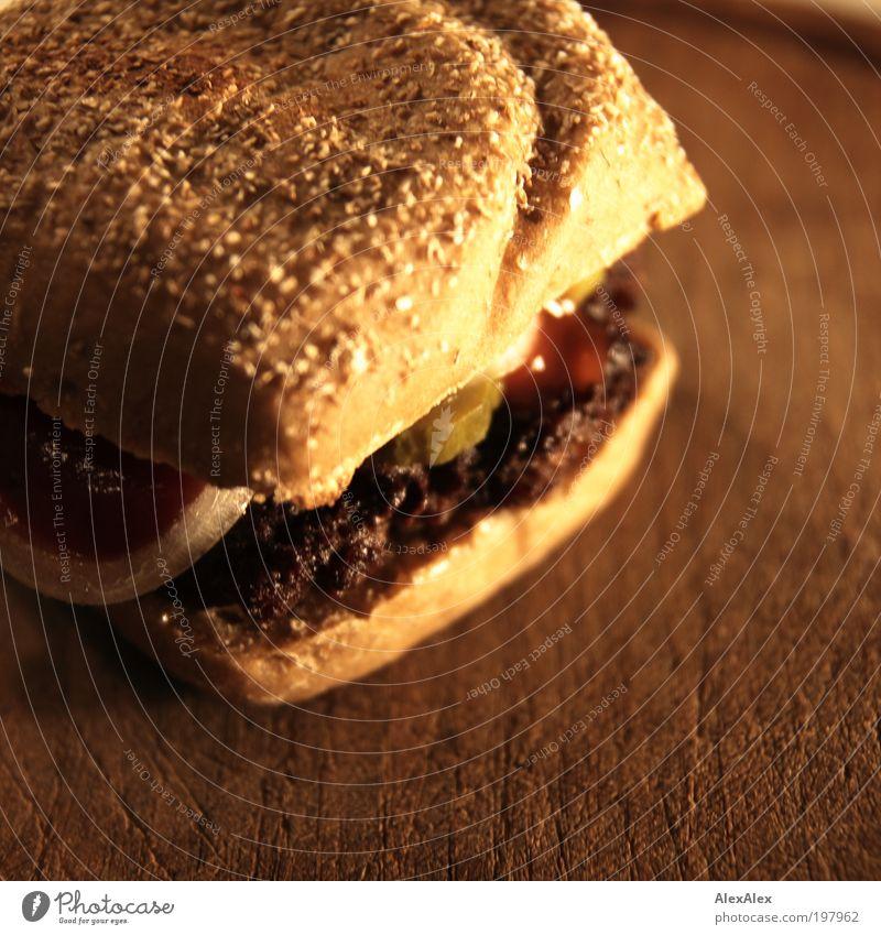 Börgah tu huus Lebensmittel Fleisch Gemüse Brötchen Ernährung Fastfood Slowfood Fingerfood Hamburger Holzbrett Feierabend Duft heiß lecker saftig