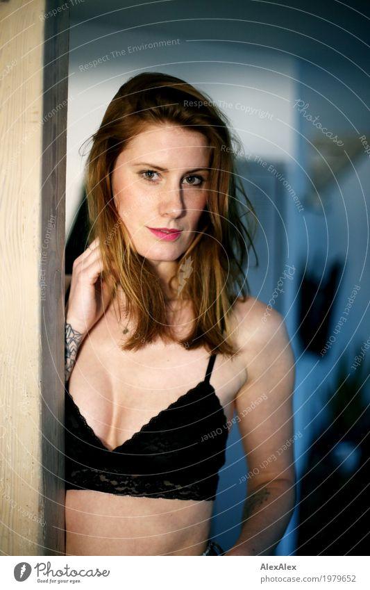 Frau Fuchs Jugendliche Junge Frau Stadt schön Erotik Gesicht Lifestyle feminin Stil Glück Wohnung ästhetisch authentisch groß einzigartig beobachten