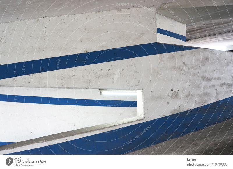 Linienlicht II Menschenleer Parkhaus Architektur Mauer Wand Verkehr Stein ästhetisch authentisch dreckig blau weiß parken graphisch Durchblick Neonlicht Beton