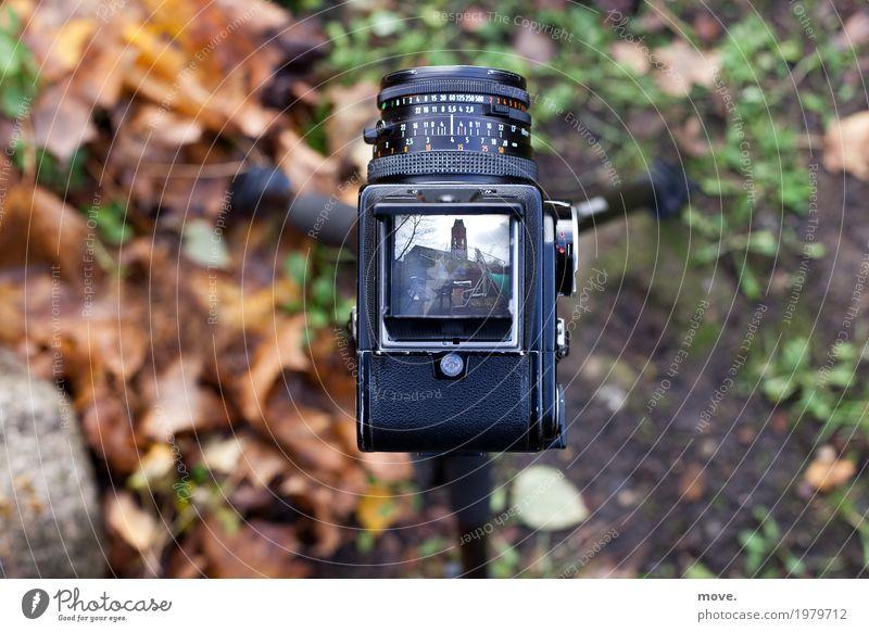 Blick in den Sucher einer Mittelformat Film Kamera retro Technik & Technologie Fotografie Symbole & Metaphern Beruf Fotokamera Werbebranche