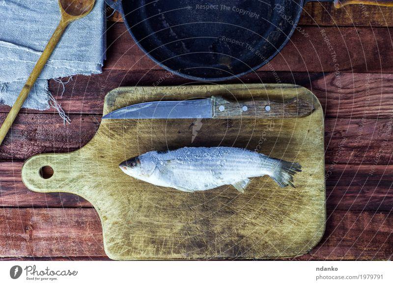 Gefrorener Fisch roch auf dem Küchenbrett weiß schwarz Essen natürlich Holz Lebensmittel braun oben Metall frisch Tisch gefroren Messer Top