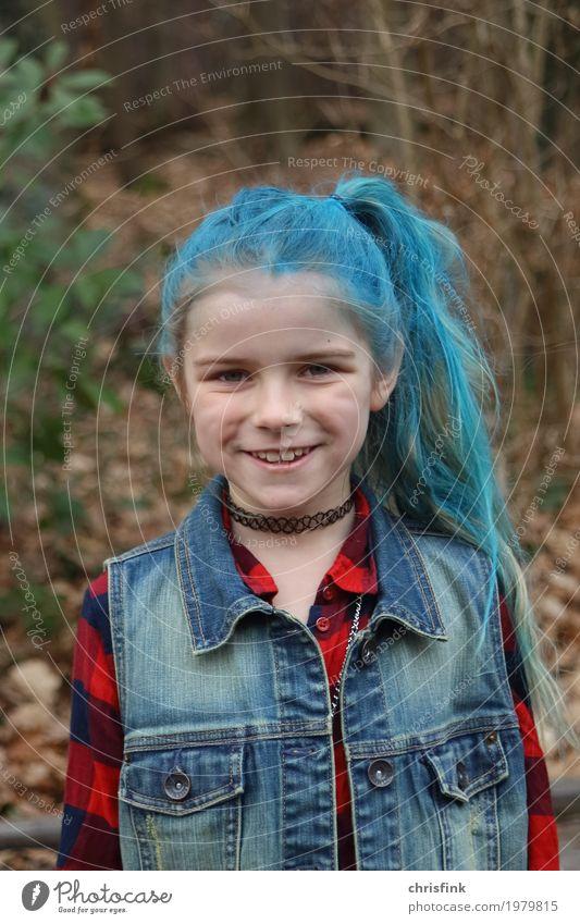 Mädchen mit blauen Haaren - ein lizenzfreies Stock Foto