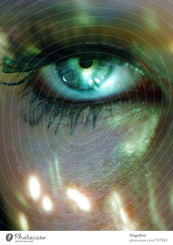 Supernatural Mensch Jugendliche grün Gesicht Erwachsene Junge Frau Auge feminin 18-30 Jahre Haut beobachten Punkt geheimnisvoll türkis deutlich mystisch