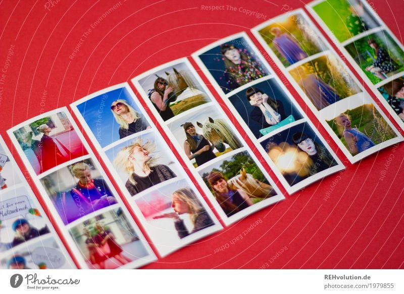 Fotos von Fotos Lifestyle Stil Freizeit & Hobby Mensch feminin Junge Frau Jugendliche 3 18-30 Jahre Erwachsene Jugendkultur Umwelt Natur Landschaft liegen