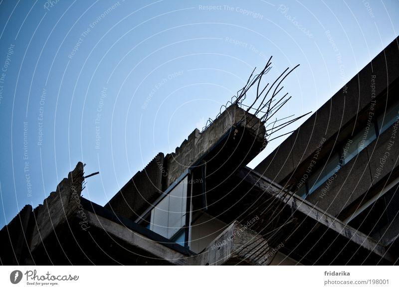 abriss Sanieren Skulptur Wolkenloser Himmel Hannover Skyline Hochhaus Industrieanlage Fabrik Mauer Wand Fassade Beton Glas Metall Stahl Rost Traurigkeit Angst
