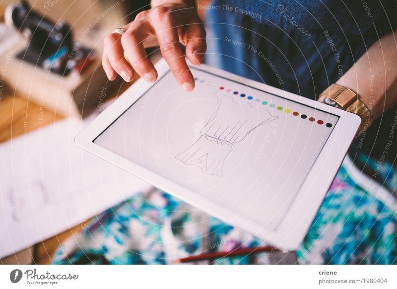 Modedesignerzeichnungsschablone auf digitalem Gerät Lifestyle Design Arbeit & Erwerbstätigkeit Beruf Büro Fabrik Handwerk Business Computer Bildschirm Hardware