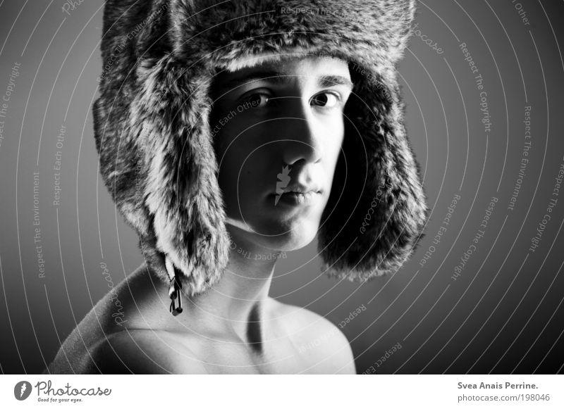. elegant Stil Design exotisch maskulin Junger Mann Jugendliche Haut Kopf Gesicht Nase Mund Rücken 1 Mensch Mode Hut Mütze beobachten genießen träumen