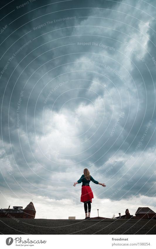 himmel über berlin Stadt rot Wolken dunkel Erholung Freiheit träumen Regen Kraft Wetter Coolness Zukunft bedrohlich Unendlichkeit Sturm Rock