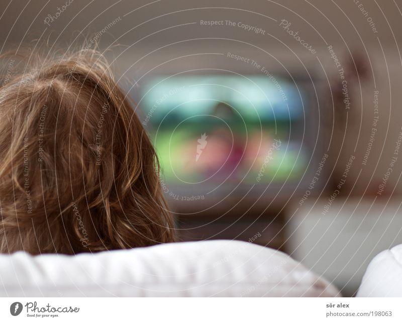 """""""Ich will aber fernsehen"""" Mensch Spielen Haare & Frisuren grau Kopf braun Kindheit blond sitzen Bildung Fernseher Medien Kleinkind Fernsehen Konzentration Sofa"""
