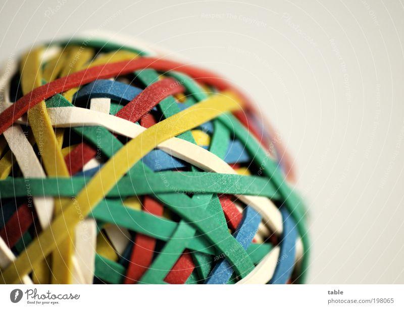 giiib Gummiiiiiiiii . . . blau grün weiß rot gelb Arbeit & Erwerbstätigkeit ästhetisch rund Netzwerk Zusammenhalt Kunststoff chaotisch Kugel Irritation
