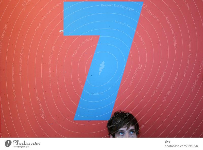 7 Jugendliche blau rot Farbe Wand oben Haare & Frisuren Ordnung Ziffern & Zahlen streichen Neugier Etage brünett Typographie verloren