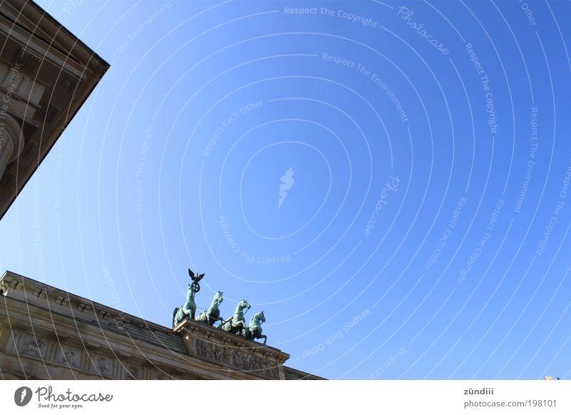 Brandenburger Tor || Berlin, Berlin Tourismus Ausflug Skulptur Berlin-Mitte Deutschland Europa Hauptstadt Menschenleer Bauwerk Architektur Bekanntheit