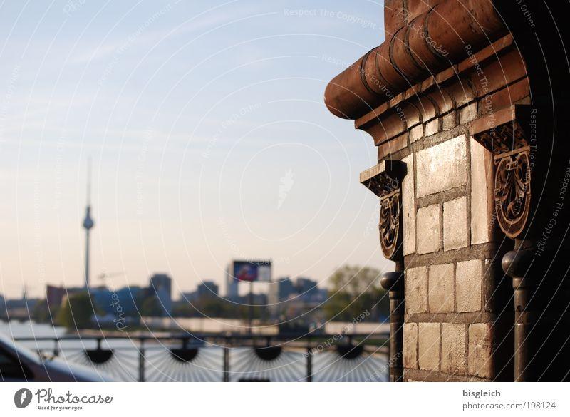 Oberbaumbrücke, Berlin III Hauptstadt Menschenleer Brücke Turm Alex Alexanderplatz Stein braun Farbfoto Gedeckte Farben Außenaufnahme Abend Sonnenlicht