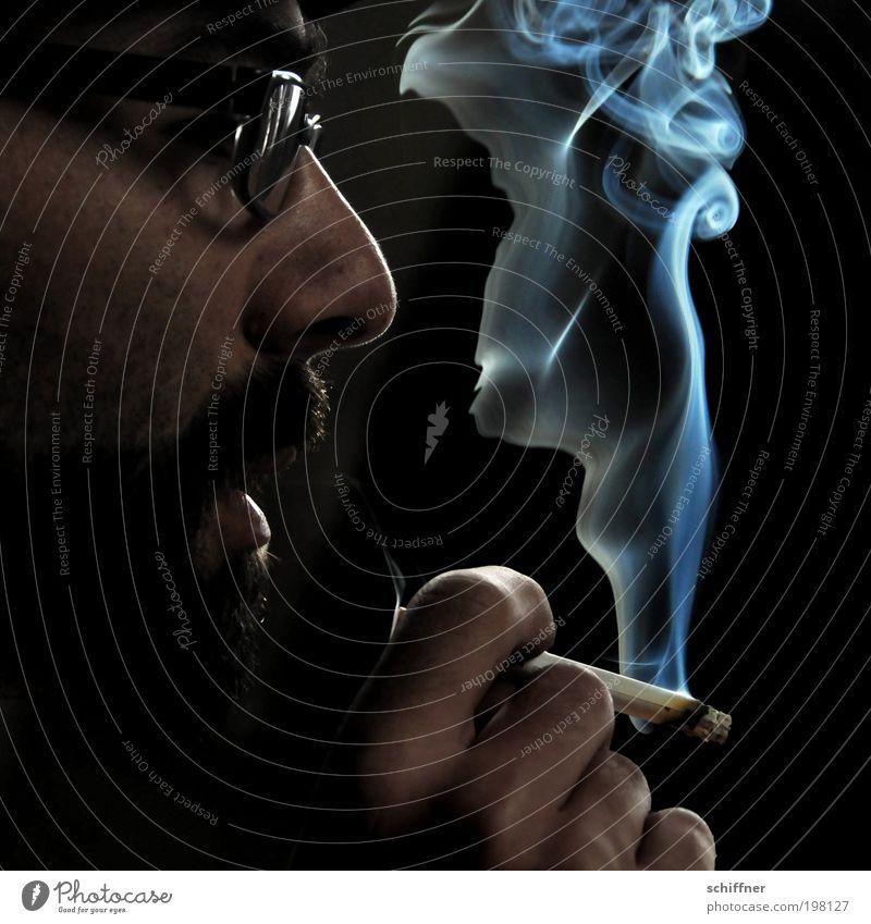 Rauchzeichen I [LUsertreffen 04|10] maskulin Mann Erwachsene Gesicht Nase Mund Hand Finger Erholung genießen Rauchen dunkel schwarz Gelassenheit