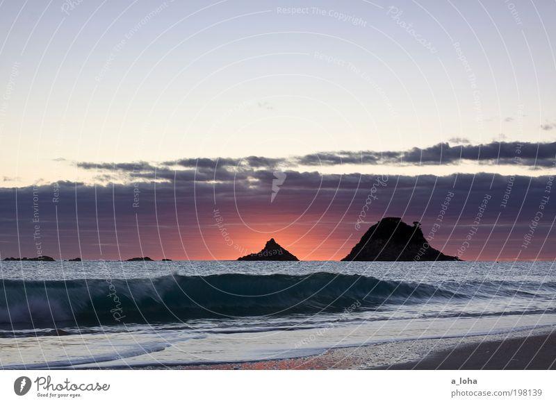 a new day has begun Natur Urelemente Himmel Wolken Sonnenaufgang Sonnenuntergang Wellen Küste Strand Meer ästhetisch fantastisch Ferne Unendlichkeit schön