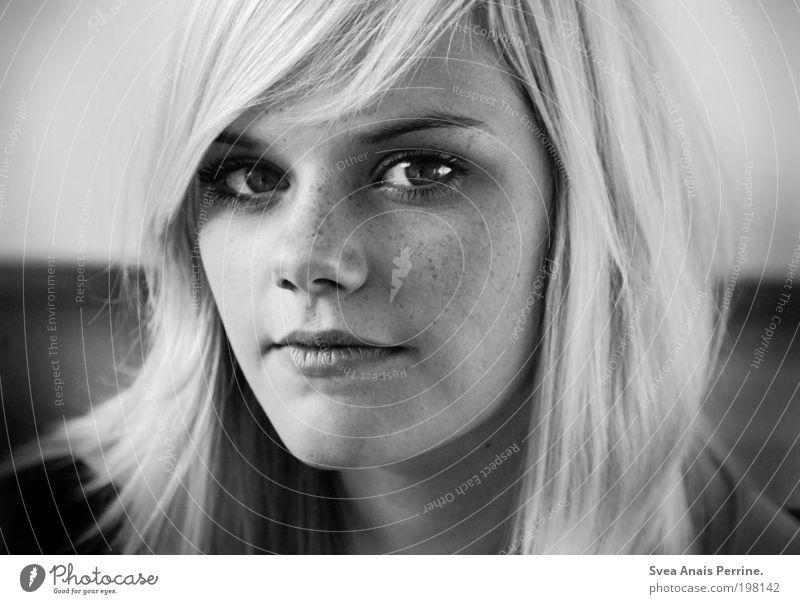 laura. elegant Stil Design feminin Junge Frau Jugendliche Kopf Gesicht Nase Mund Lippen 1 Mensch 18-30 Jahre Erwachsene Haare & Frisuren blond beobachten Blick