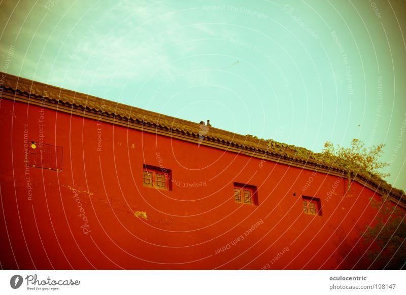 Maos Mauer Himmel alt blau rot Pflanze Sonne Wolken Wand hell Schönes Wetter fest China Tradition bewegungslos Lomografie